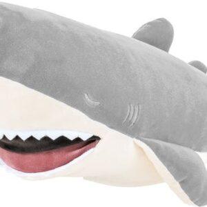 """Description PELUCHE: ZAP un requin malicieux et coquin. RANGE TRESOR: Il a laissé sa gueule ouverte pour vous permettre d'y ranger vos trésors (tétine, pyjama...). MOELLEUX ! Vous n'avez jamais vu une peluche aussi moelleuse. Grâce à son rembourrage unique, cette peluche est un véritable """"coussin à câliner"""". L'essayer, c'est l'adopter ! EFFET RELAXANT: Imaginée au Japon, cette peluche est connue pour avoir des vertus relaxantes"""